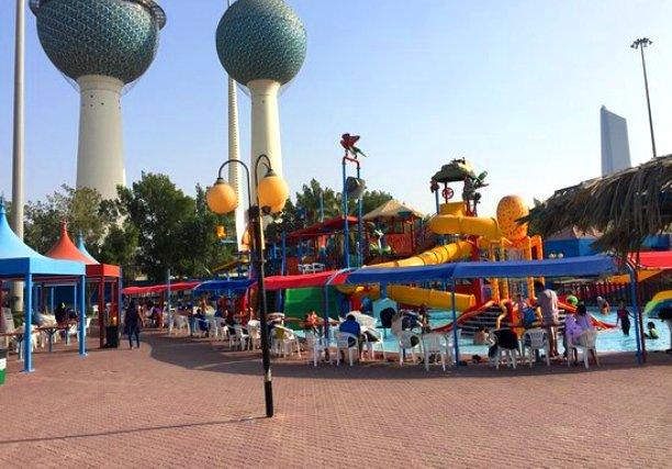 مظلات أكوا بارك في العاصمة الكويتية