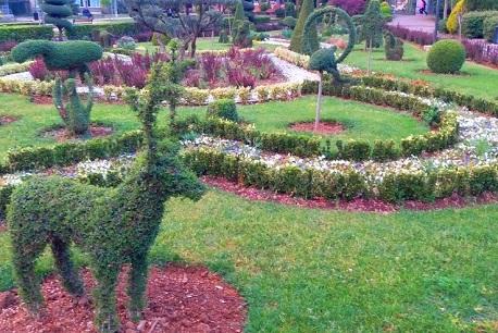 منحوتات عشبية في حديقة الحرية في إسطنبول