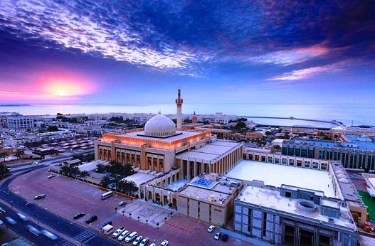 مشهد جوي للمسجد الكبير في العاصمة الكويتية
