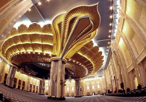 أعمدة المسجد الكبير في العاصمة الكويتية