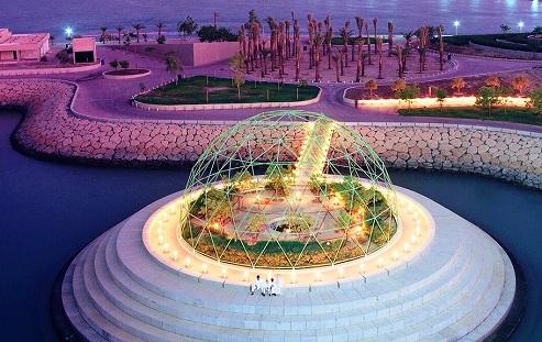 مجمع حمام السباحة في الجزيرة الخضراء في الكويت