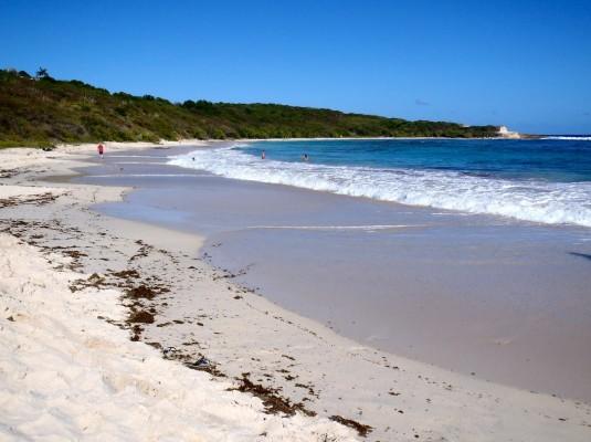 شاطئ نصف القمر بالخُبر من اهم شواطئ الخبر سياحة