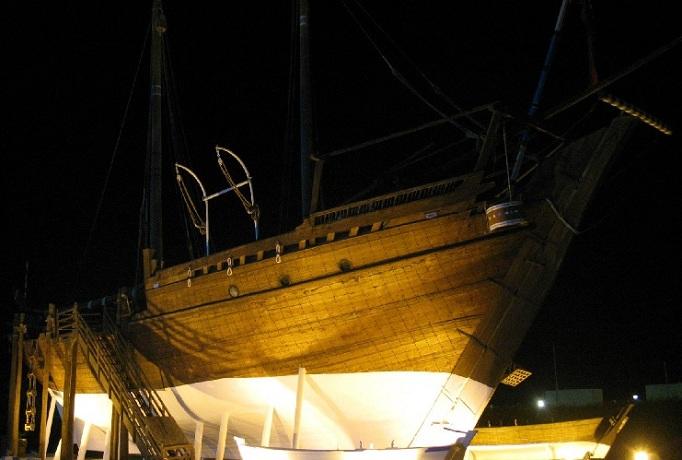 قارب بوم المهلب الشراعي في متحف الكويت الوطني في الكويت