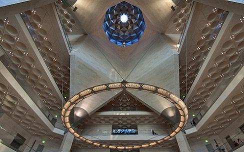 سقف القاعة الرئيسة في متحف الفن الإسلامي في الدوحة