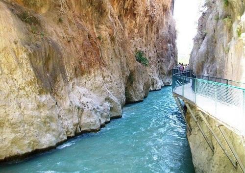 جسر ممر ساكليكنت المائي في فتحية تركيا