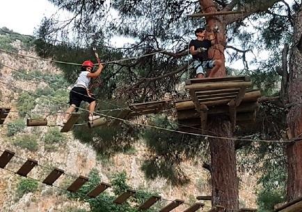 رياضة التسلق في ممر ساكليكنت المائي في فتحية تركيا