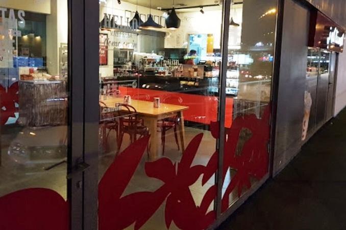 مطاعم مبنى متنزه سكاي زون ترامبولين في الكويت