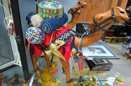 محلات القطع التذكارية في سوق واقف في الدوحة