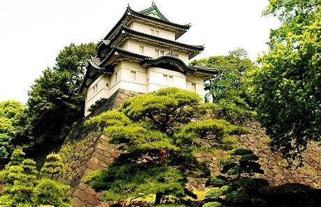 برج حراسة في قصر طوكيو الإمبراطوري