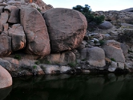 الجبال الصخرية في قرية الشفا في الطائف