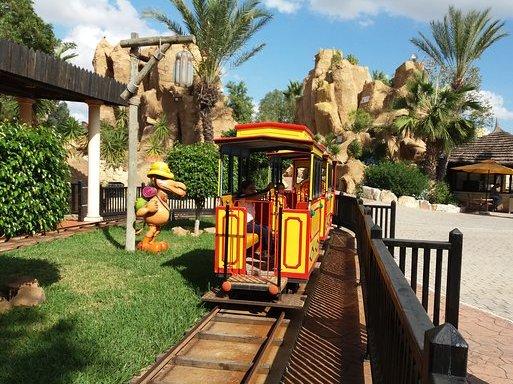 قطار قرطاج لاند في الحمامات