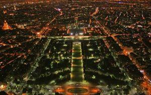 ساحة شون دو مارس في باريس فرنسا