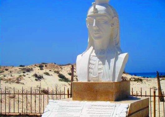 تمثال كليوبترا في شاطئ كليوباترا في مرسى مطروح