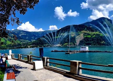 نافورة البحيرة قرب متنزه إليزابيث في زيلامسي النمسا