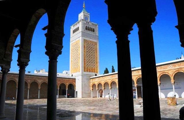 المسجد الكبير قرب القصبة في الحمامات
