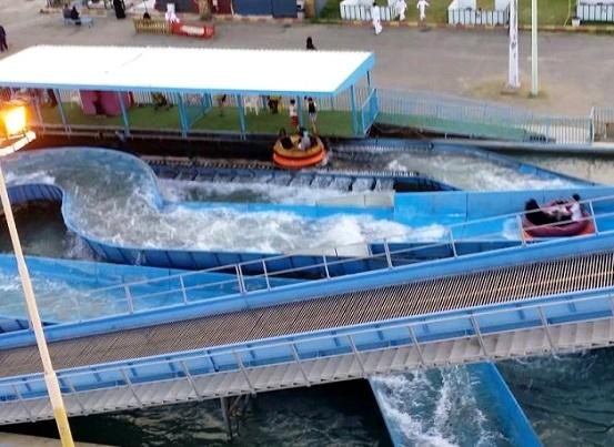 ألعاب مائية في متنزه الملك فهد في الطائف