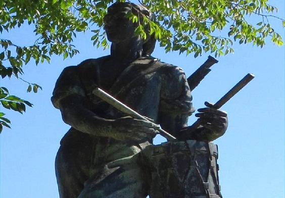 تمثال قارع الطبول في قلعة مونتجويك في برشلونة إسبانيا