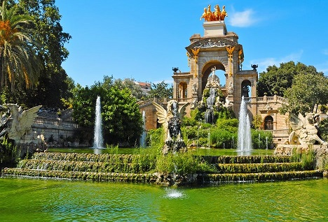 نافورة متنزه سيوتاديلا في برشلونة إسبانيا