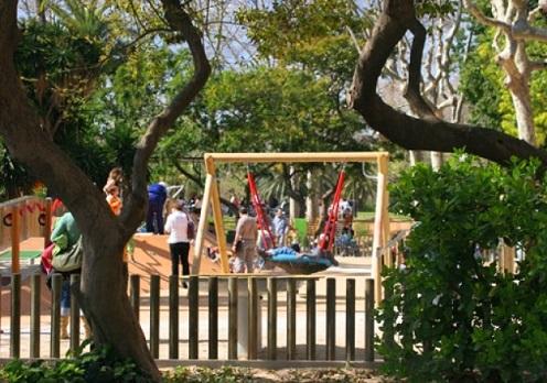 ملاعب الأطفال في متنزه سيوتاديلا في برشلونة إسبانيا