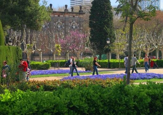 جولة في متنزه سيوتاديلا في برشلونة إسبانيا