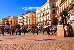 ساحة بويرتا ديل سول في مدريد إسبانيا