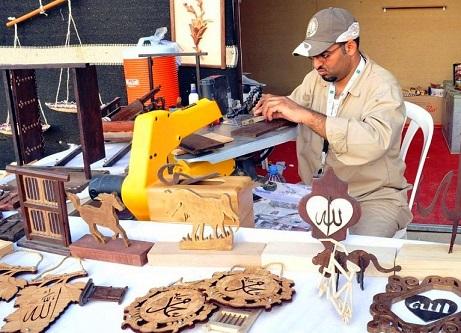 أعمال حرفية في سوق عكاظ في الطائف
