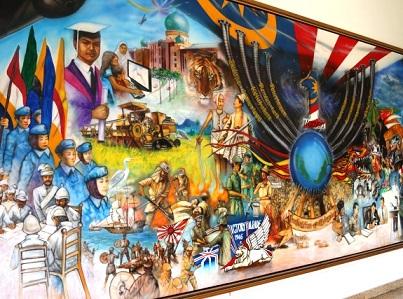 لوحة تاريخ ماليزيا في مبنى السلطان عبدالصمد في كوالالمبور