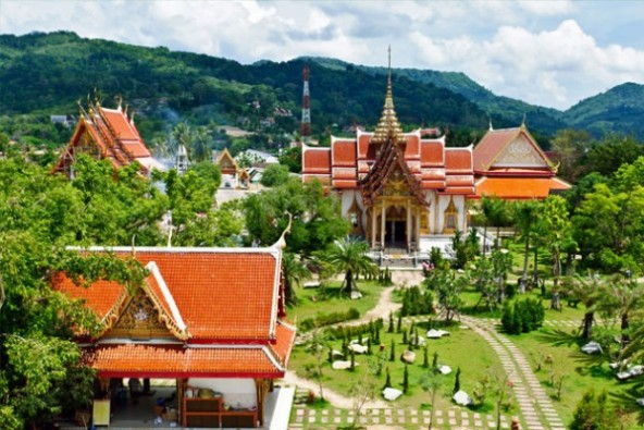 معبد وات تشالونغ بتايلاند