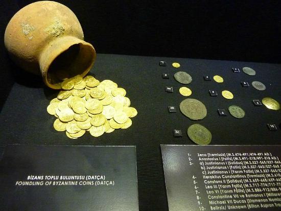 قطع نقدية في متحف بودروم للآثار البحرية