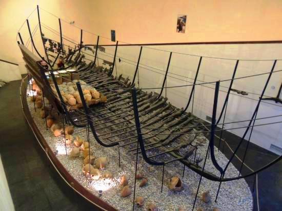 هيكل سفينة في متحف بودروم للآثار البحرية