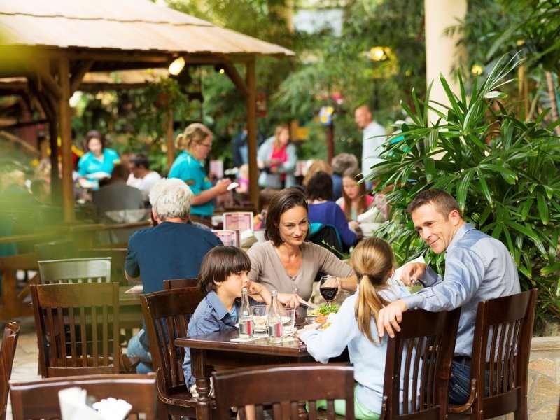 حديقة هوليدي بارك من اجمل اماكن السياحة في فرانكفورت المانيا