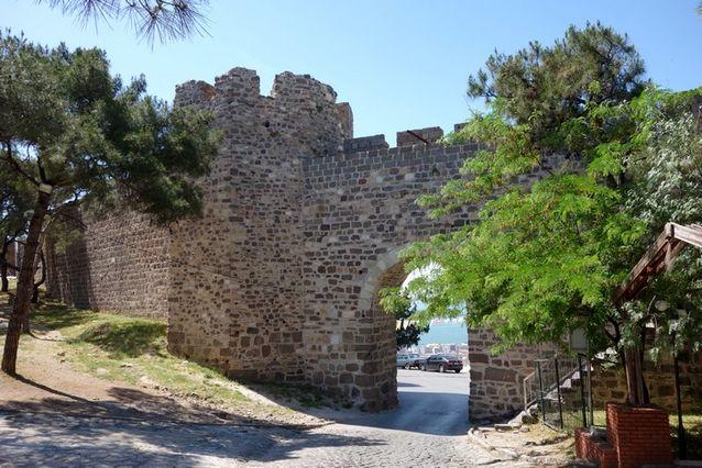 قلعة كاديفيكالي في ازمير التركية