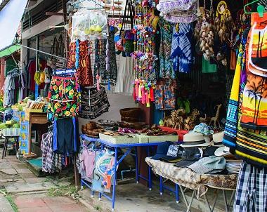 سوق سلادان في جزيرة كولانتا ياي في كرابي