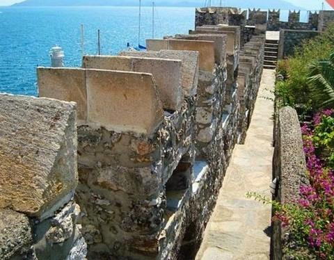 قلعة ومتحف مرمريس