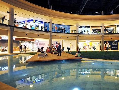 التسوق في مركز ميدتاون للتسوق في بودروم