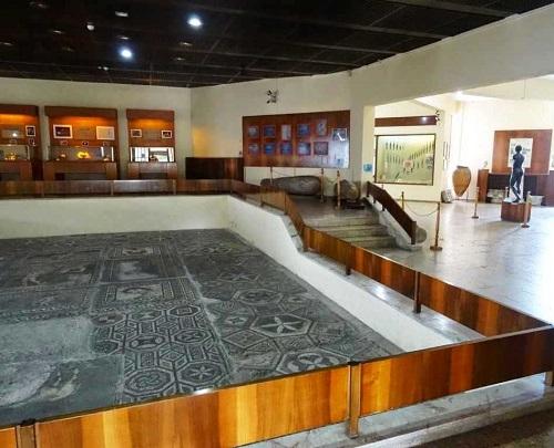 القاعة الرئيسة في متحف الآثار والإثنوغرافيا في سامسون تركيا