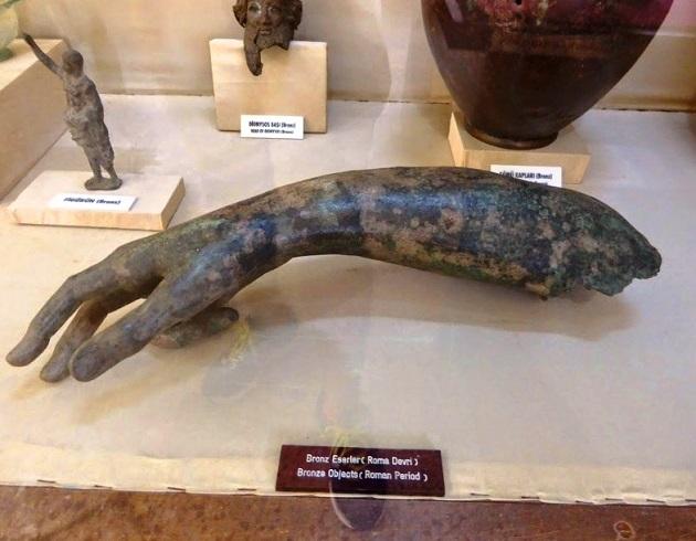 القاعة الرومانية في متحف الآثار والإثنوغرافيا في سامسون