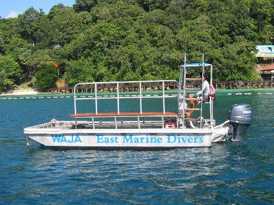 القوارب الزجاجية في جزيرة بايار في لنكاوي