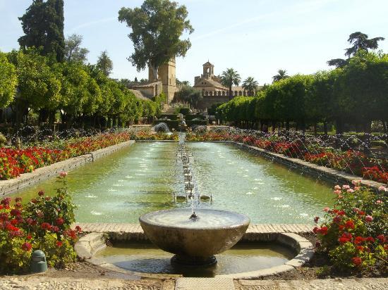 قصر الكازار او قصر قرطبة من اهم الاماكن السياحية في قرطبة اسبانيا