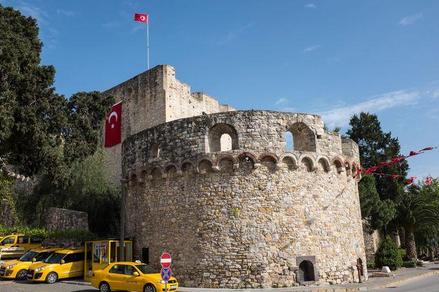 منطقة تشيشمي من اهم معالم السياحة في ازمير تركيا