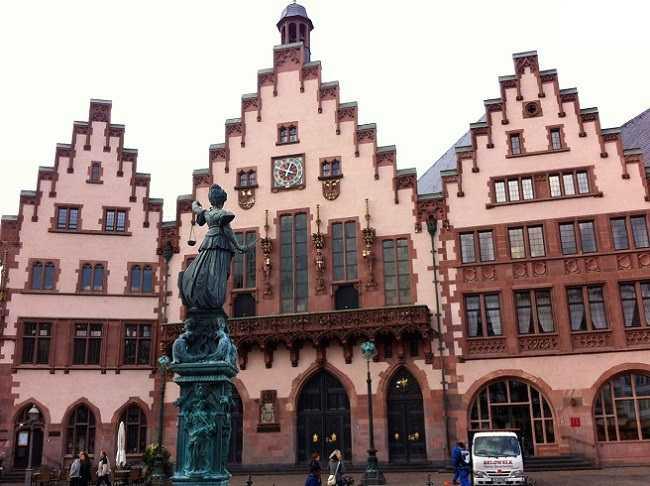 ميدان روميربيرغ من اشهر مناطق سياحية في فرانكفورت