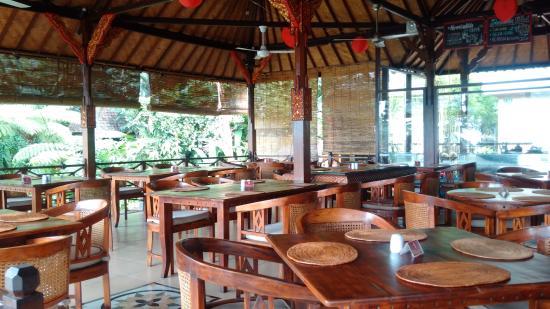 قرية وحديقة تيرتا جانجا - بالي
