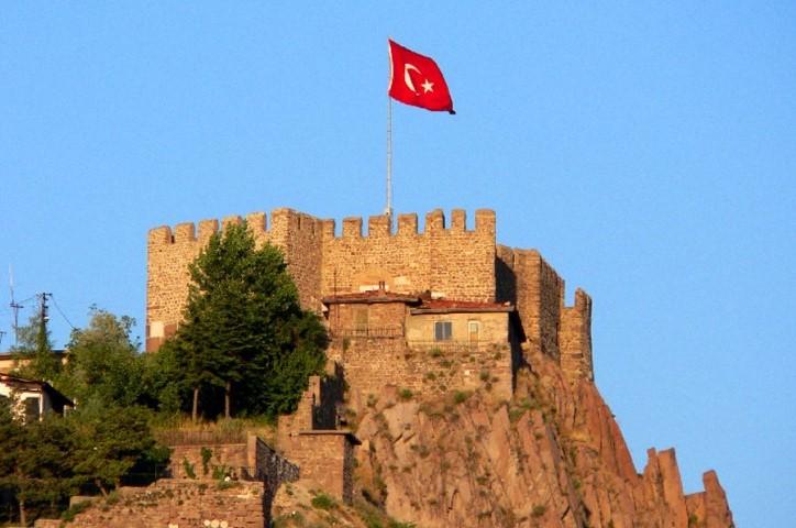 قلعة انقرة من أهم الأماكن السياحية في انقرة