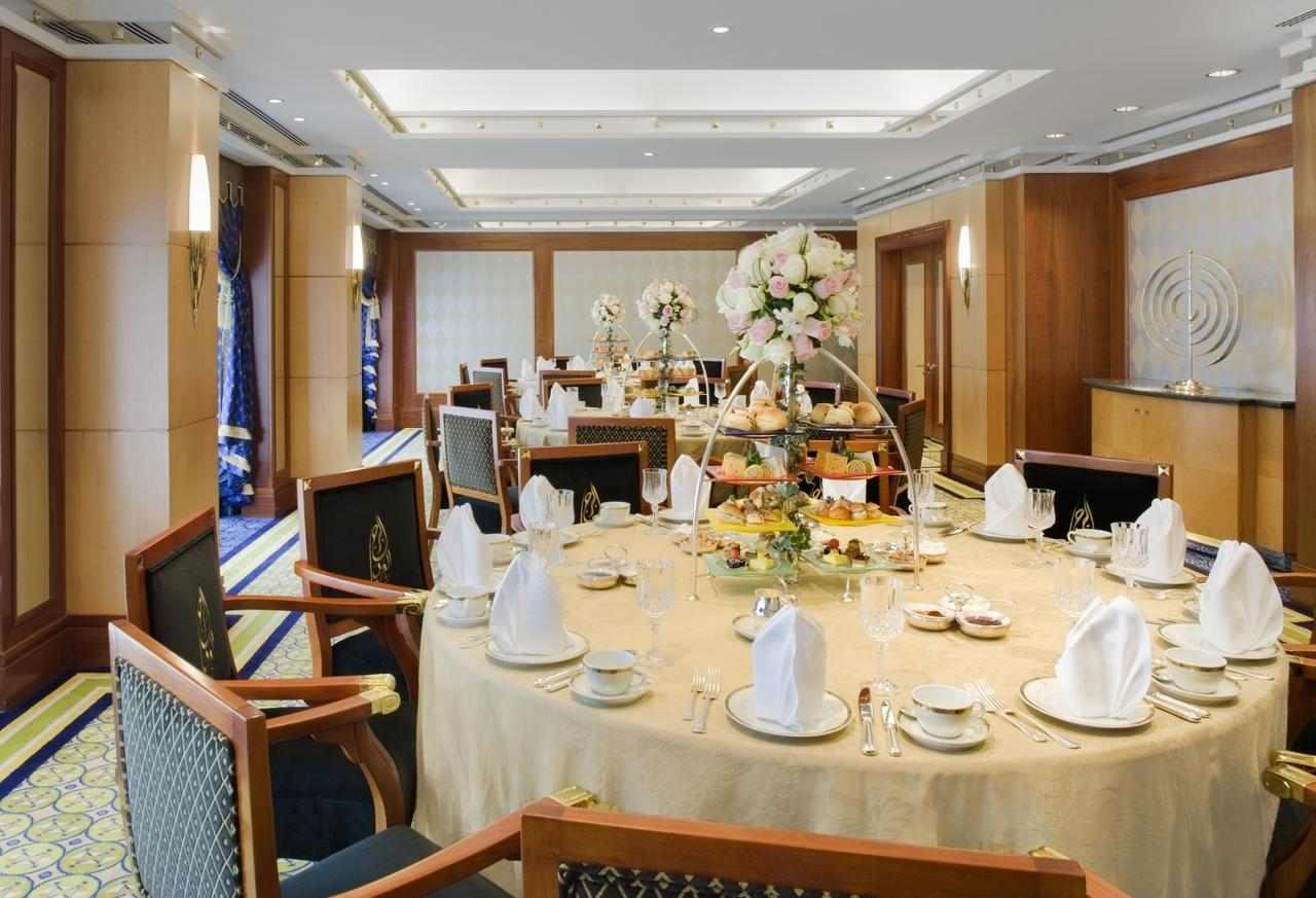 الفندق يوفّر مطاعم مُتنوعة تُقدّم مأكولات عالمية شهيرة