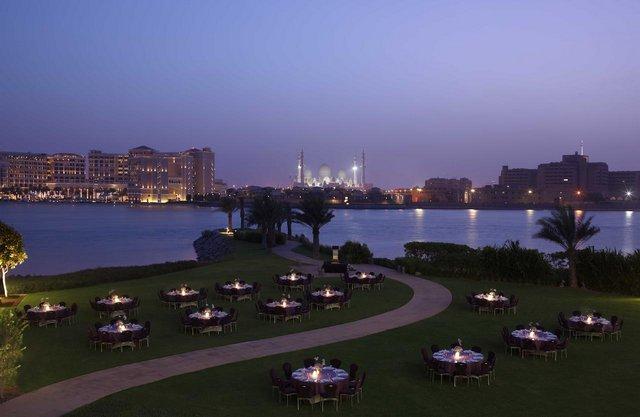 حجز فنادق على البحر في ابوظبي