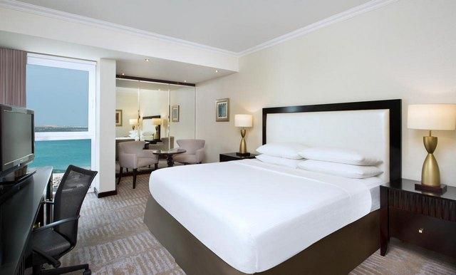 فندق هيلتون الكورنيش ابوظبي