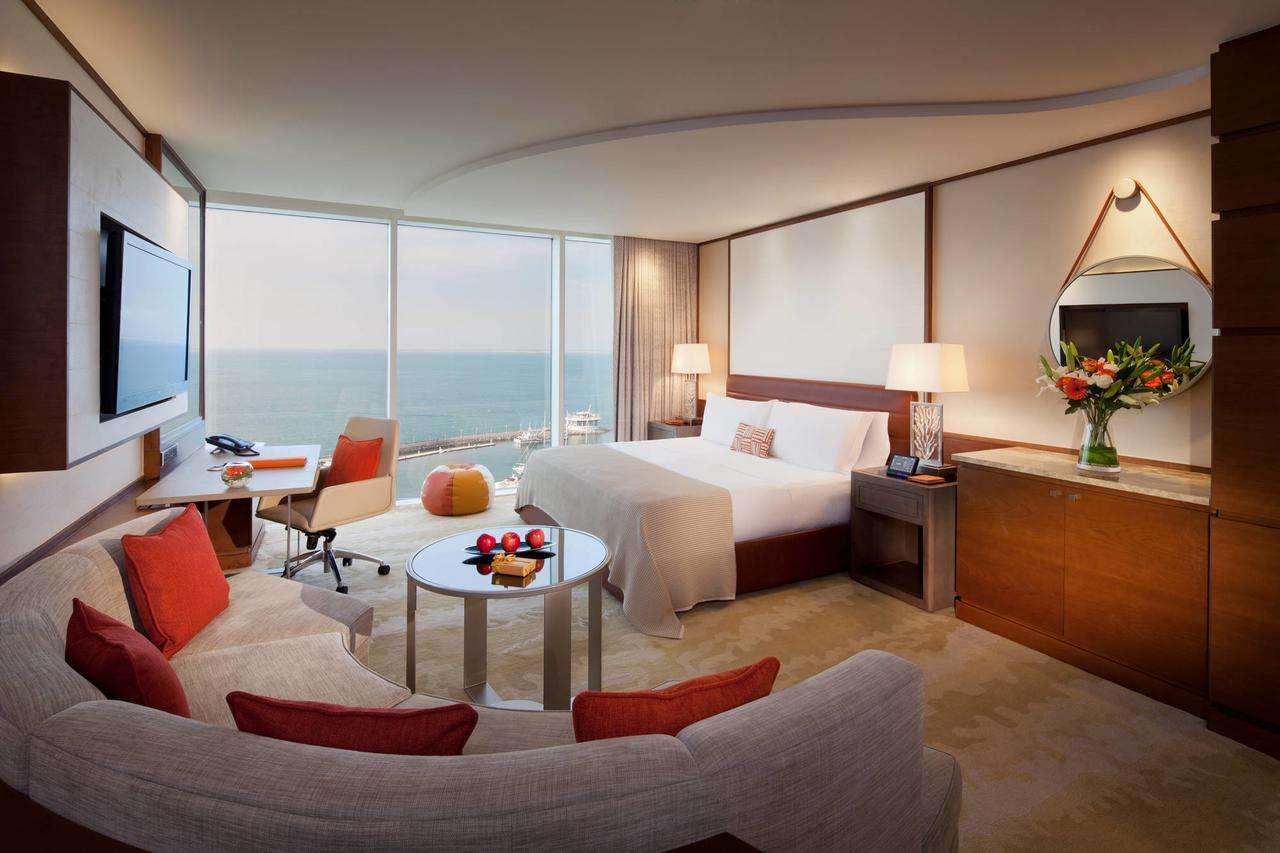 فندق الجميرا دبي بيتش أحد أفخم سلسلة منتجع جميرا دبي فهو يُقدّم غرف واسعة ونظيفة