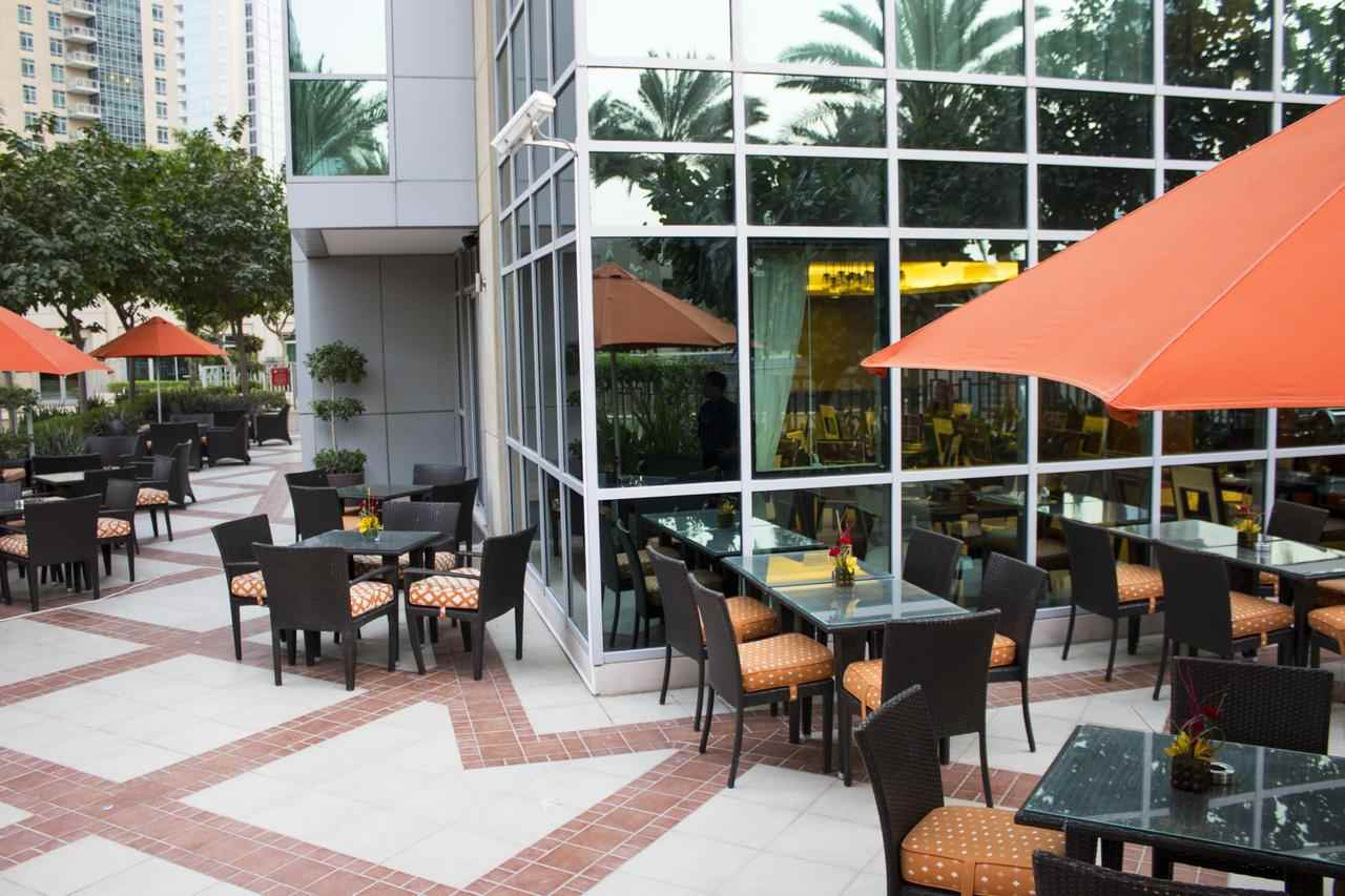 مطعم فندق رمادا داون تاون