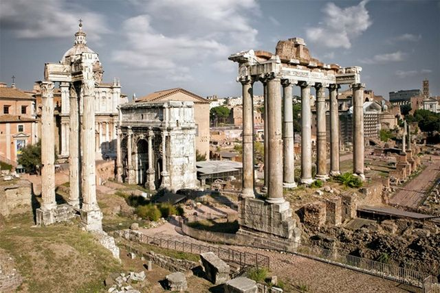 المنتدى الروماني من اقدم اماكن السياحة في روما - اثار روما