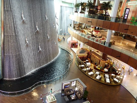 دبي مول من افضل الاماكن السياحية في دبي